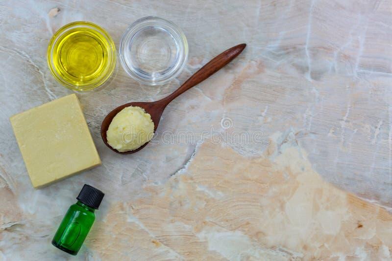 Burro di karité, jojoba organico pressato a freddo dorato, olio di cocco, ol fotografia stock