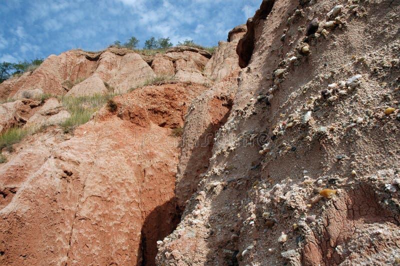 Burrone in una riserva geologica Rapa Rosie, Romania immagine stock