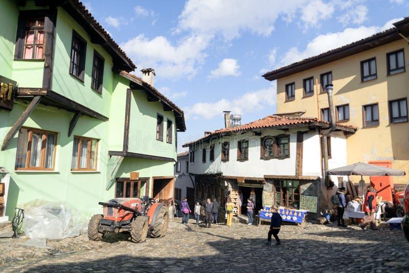BURSA, TURQUÍA - 24 DE ENERO DE 2015: una opinión de la calle de 700 años del pueblo del otomano El pueblo aceptado como patrimon imagen de archivo