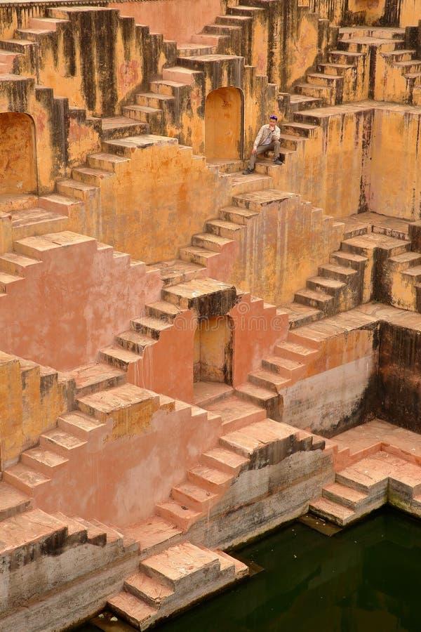 BURSZTYN, RAJASTHAN INDIA, GRUDZIEŃ, - 05, 2017: Panna Meena Baori Stepwell lub kroka Well blisko Jaipur obraz royalty free
