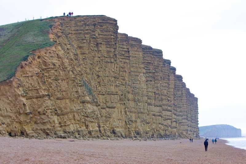 Burton Bradstock Ciiffs aux sables occidentaux de Bridport de compartiment dans Dorset photographie stock libre de droits