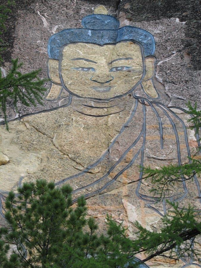Buryatia 30-μετρητής εικόνα του Βούδα που χαράζεται σε έναν βράχο στοκ εικόνες