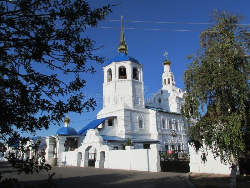 Buryatia Ulan-Ude, Odigitrievsky domkyrka i sommaren arkivbilder