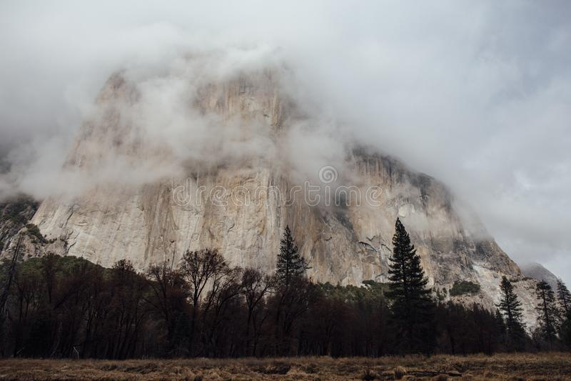 Burz chmury nad El Capitan obrazy stock