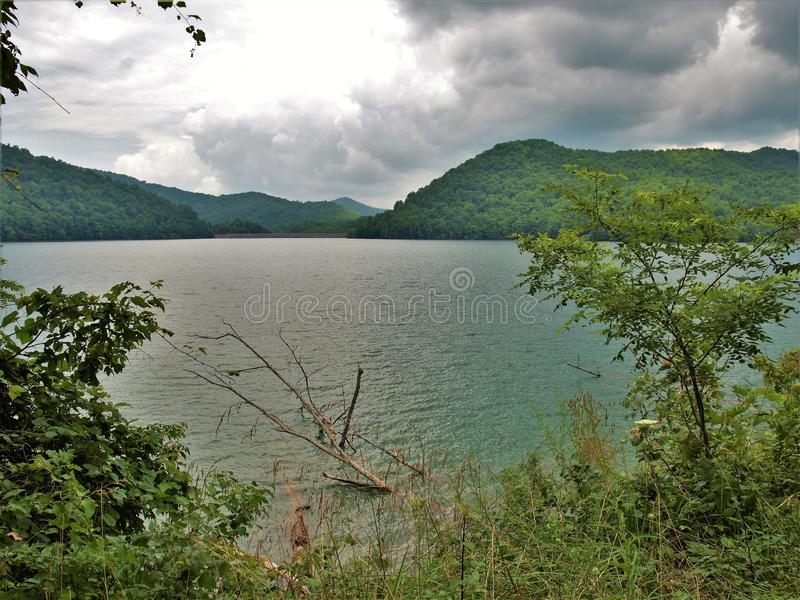 Burz chmury nad Nantahala jeziorem obrazy royalty free
