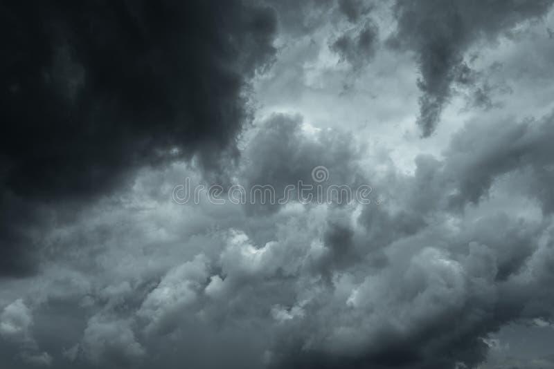 Burz chmury przed deszczem Zła pogoda, podeszczowe chmury fotografia stock