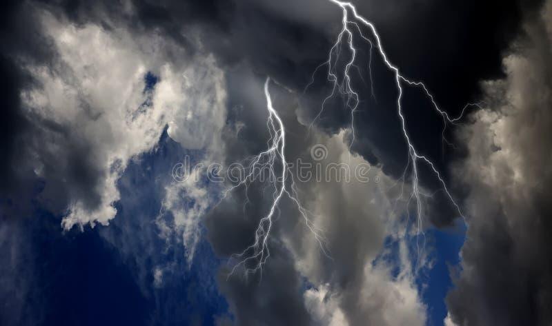 Download Burza zdjęcie stock. Obraz złożonej z jaskrawy, natura - 29271680