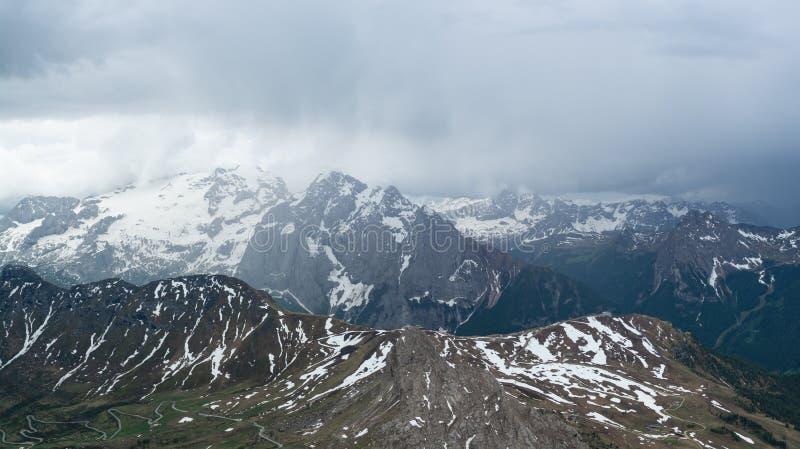 Burza i ulewny deszcz nad Marmolady górą W?oscy Alps obraz royalty free