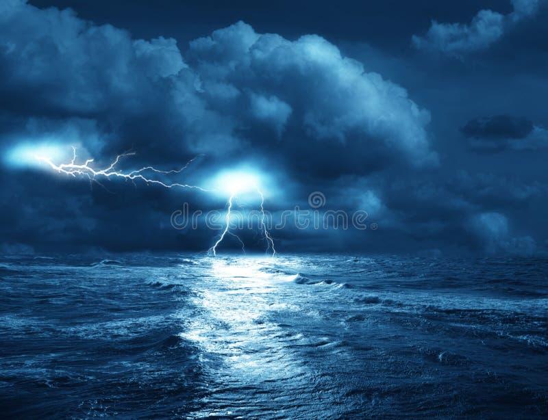 Download Burza na morzu obraz stock. Obraz złożonej z morze, woda - 12803763