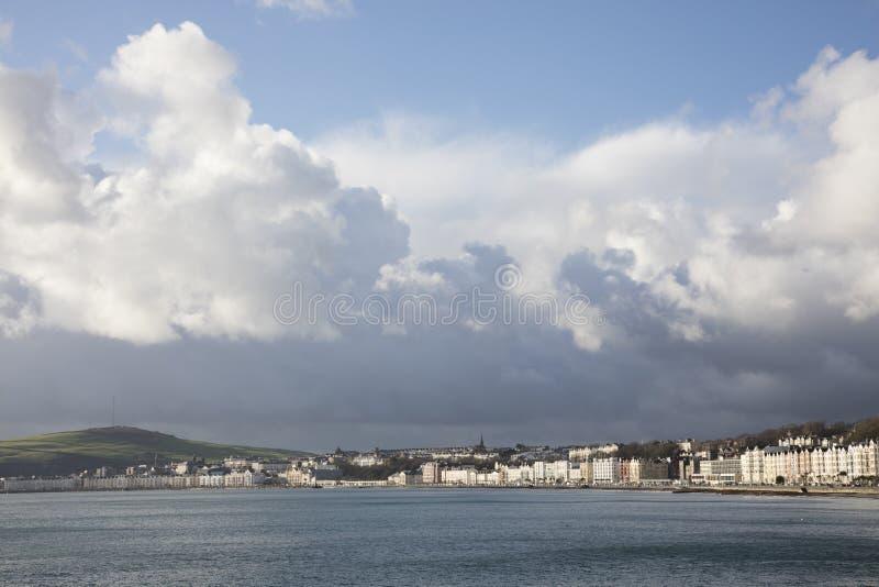 Burza nad Douglas zatoką i deptak wyspą mężczyzna obrazy royalty free