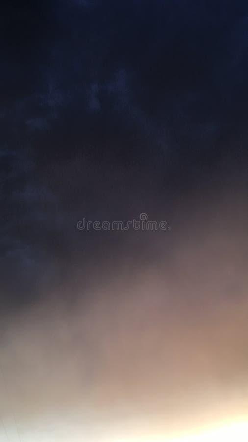 Burza piaskowa z padać i światłem słonecznym obrazy royalty free