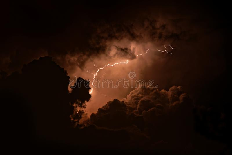 Burza - piorun z błyskiem w Pyrenees, Hiszpania fotografia royalty free