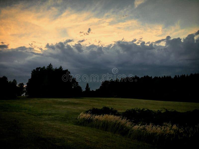Burza przychodzi z zmierzchem fotografia stock