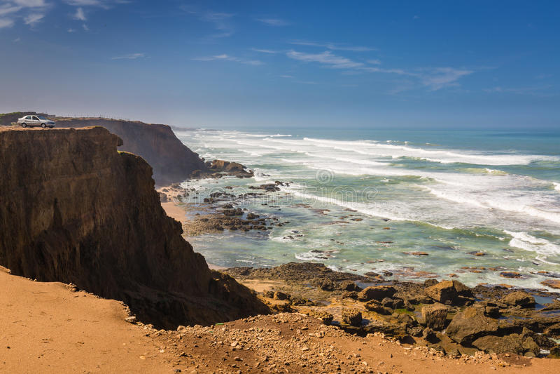 Burzowa Atlantyk brzegowa pobliska sprzedaż, Maroko obrazy stock