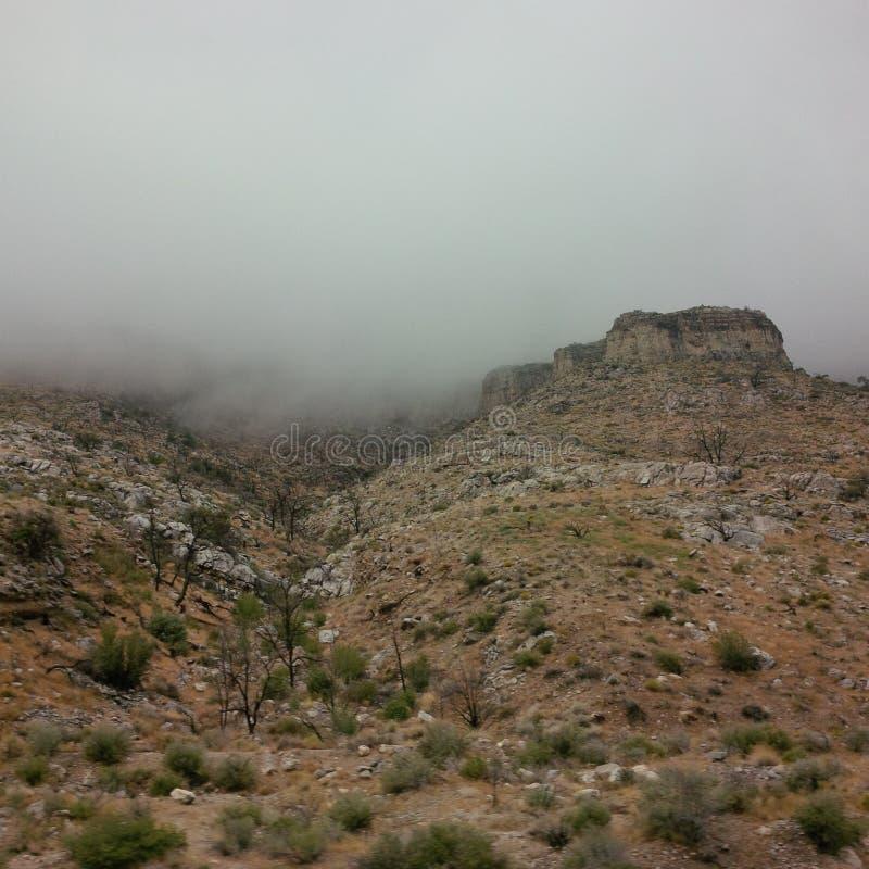 Burzowe chmury w wiosen górach fotografia royalty free