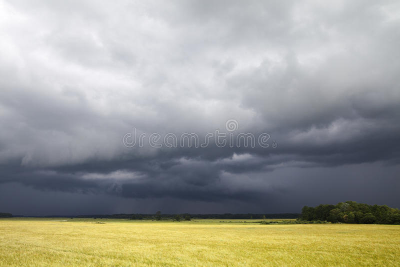 Download Burzowy dzień obraz stock. Obraz złożonej z dramatyczny - 42525311