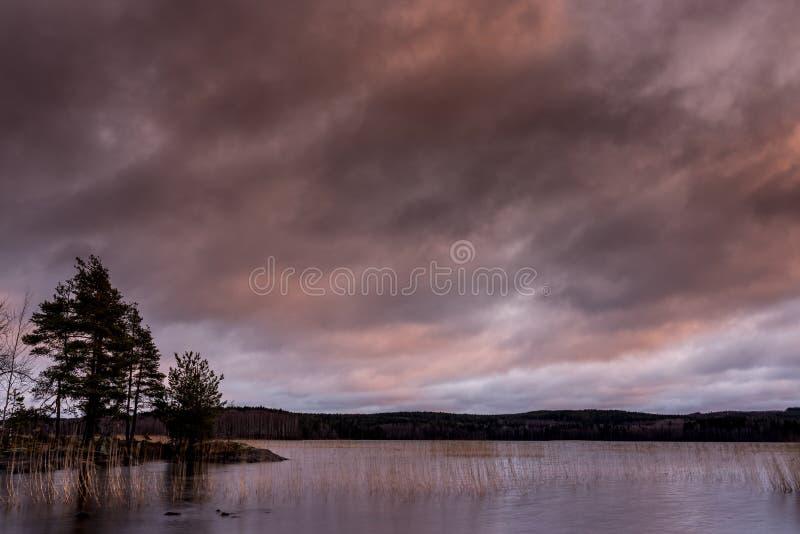 Burzowy krajobrazowy nadjeziorny widok obraz stock