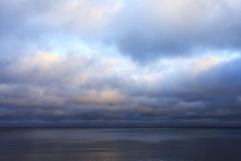 Burzowy niebo. obraz royalty free