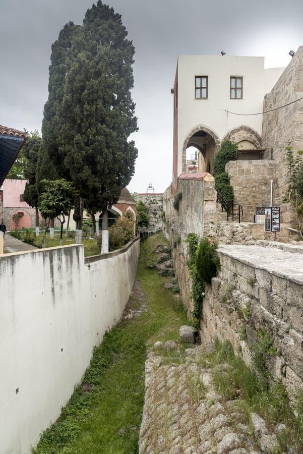 Burzy Rhodes rynsztokowy stary miasteczko zdjęcia royalty free