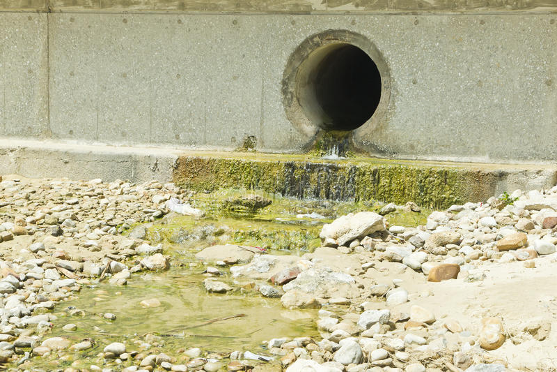 Burzy wody odciek zdjęcia royalty free