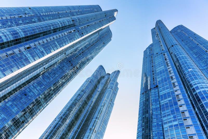 Busán, Corea del Sur, 01/01/2018: Rascacielos en la ciudad Centros de negocios modernos hermosos D?a asoleado Primer fotos de archivo