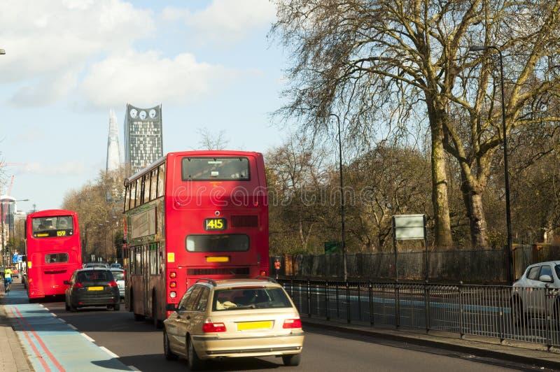 Bus auf Straße in London lizenzfreie stockfotografie