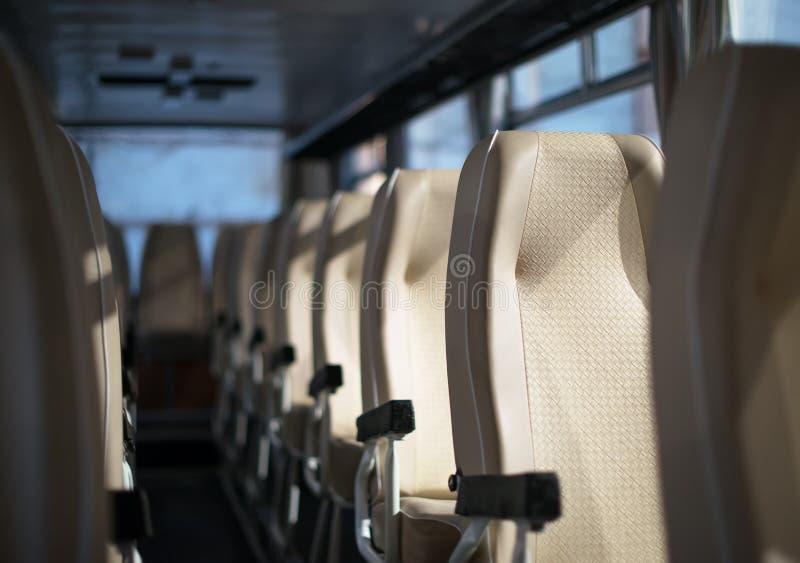 Bus bij ochtend royalty-vrije stock afbeelding