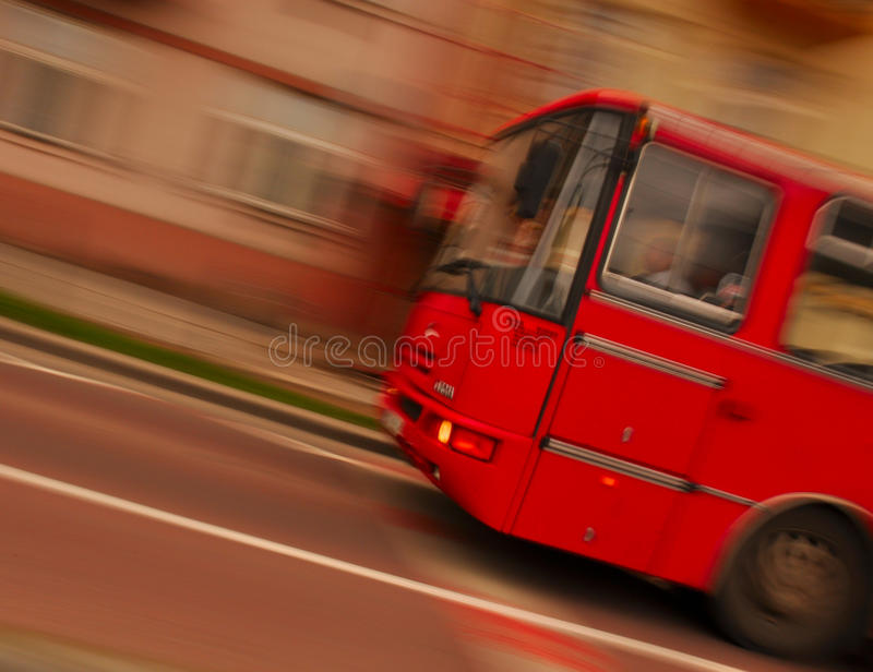 Bus dans le mouvement photographie stock libre de droits