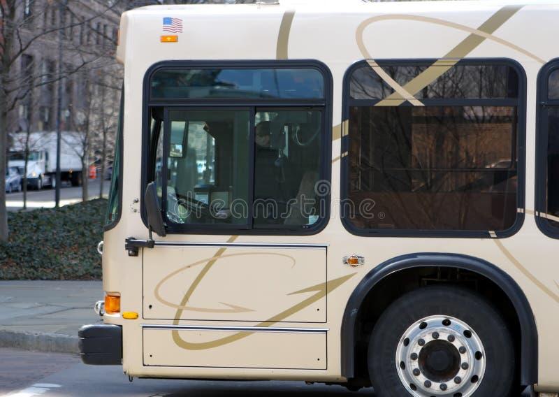 Bus de passage public photographie stock