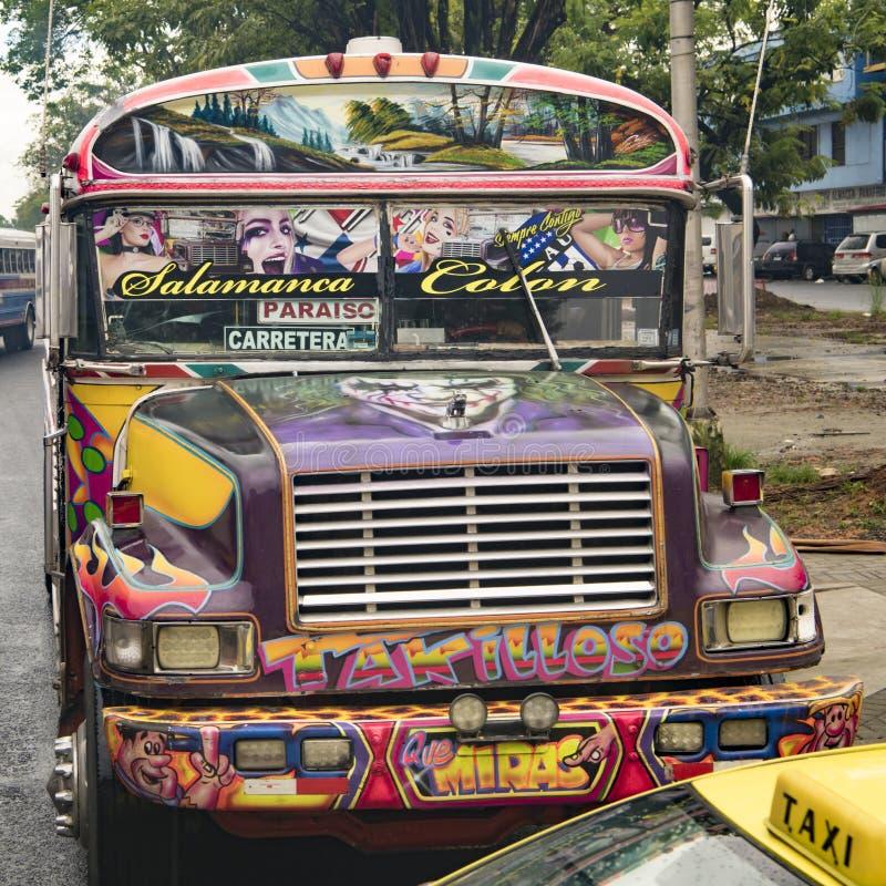 Bus decorato variopinto in America Centrale, Panama fotografie stock