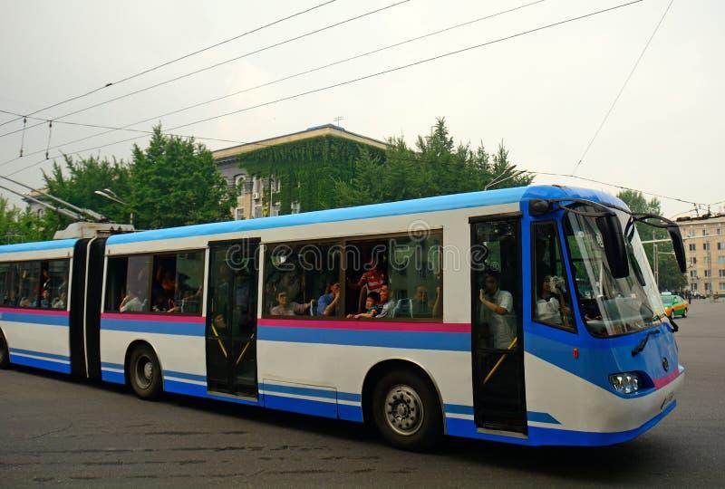 Bus della città, Pyongyang, Corea del Nord immagine stock