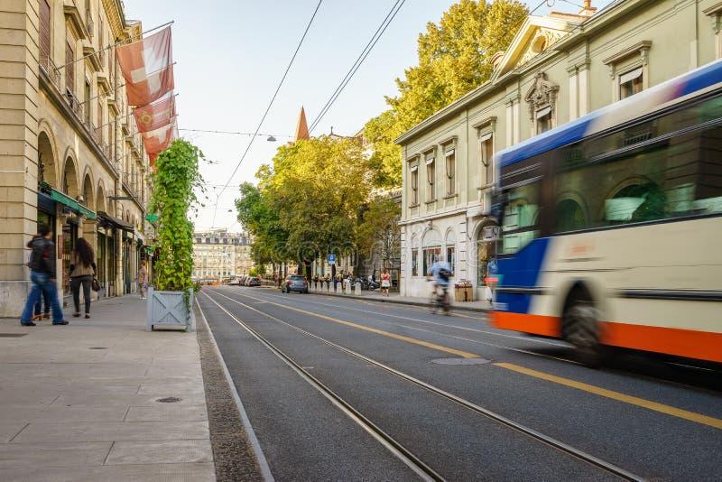 Bus in der Schweiz - HDR lizenzfreie stockfotografie