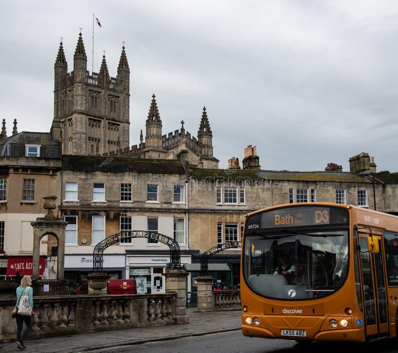 Bus en Kathedraal stock foto's