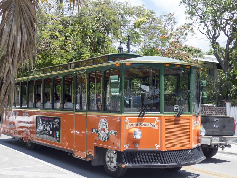 Bus facente un giro turistico arancio in Key West, Florida immagine stock
