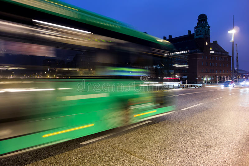Bus movente veloce fotografie stock