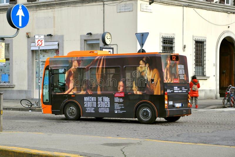 Bus public écologique en Italie image libre de droits
