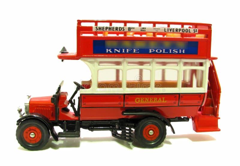 Bus rouge à couvercle serti général de cru photographie stock libre de droits