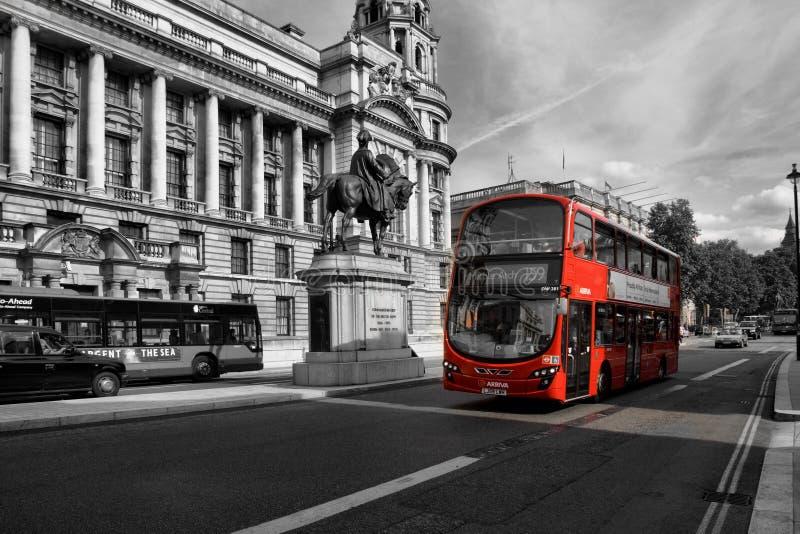 Bus rouge image libre de droits