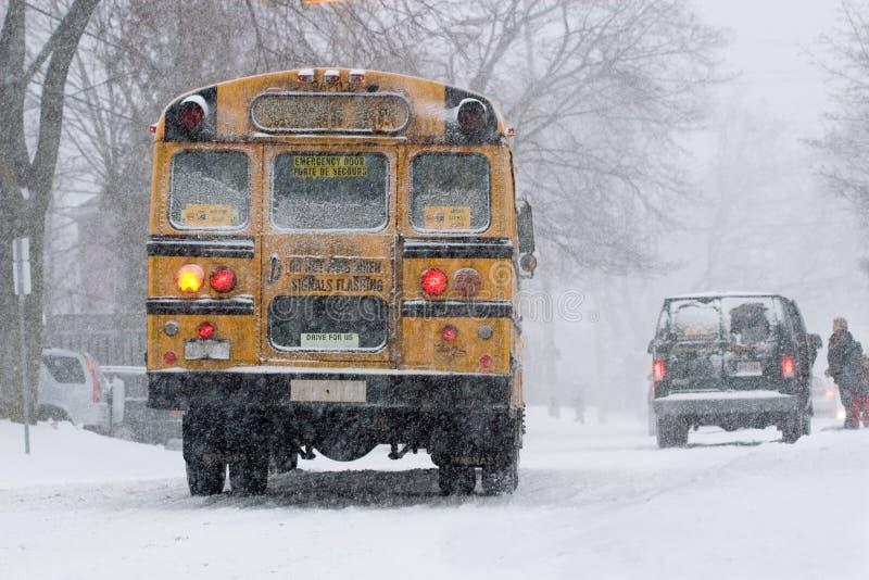 Bus in sneeuw royalty-vrije stock foto