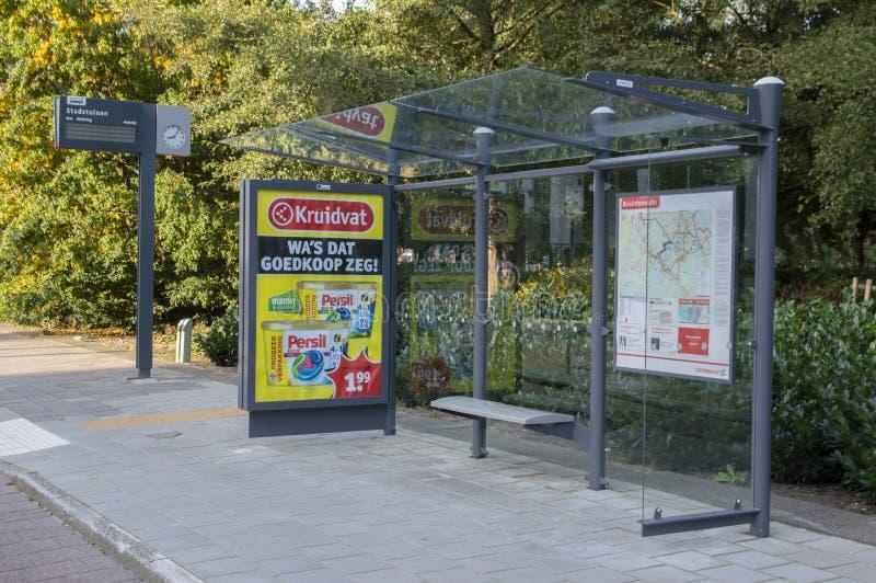 Bus Stop Stadstuinen i Amstelveen Nederländerna 2019 royaltyfri bild