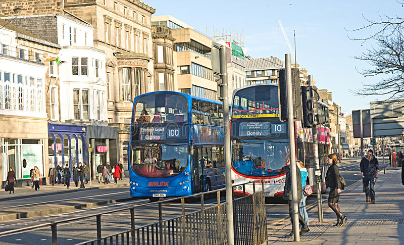 Bus sur princesse Street, Edimbourg. photos stock