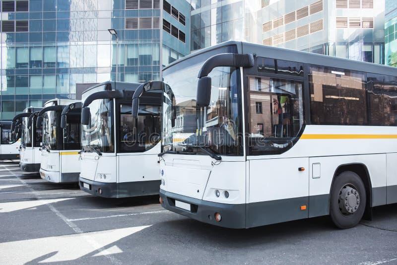 Download Bus Turistici All'autostazione Fotografia Stock - Immagine di soggiorno, sunny: 117978202