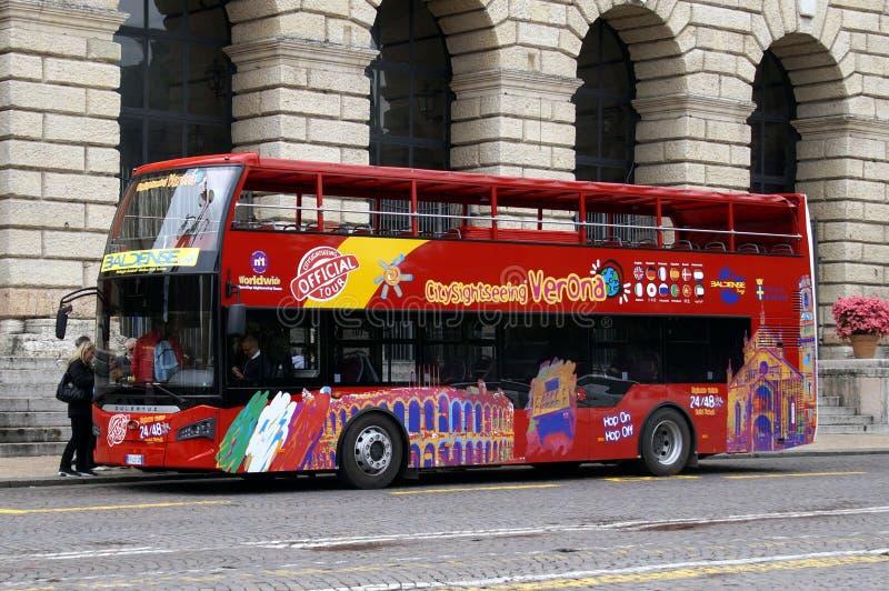 Bus turistico di Gà del ¼ del leryà del ¼ z di panorama di avvistamenti rossi del doppio ponte fotografia stock libera da diritti