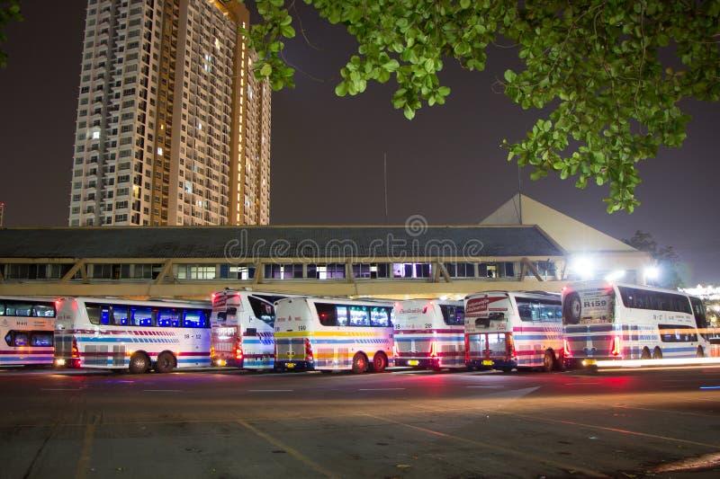 Download Bus van Sombattour-bedrijf redactionele fotografie. Afbeelding bestaande uit stad - 114226982
