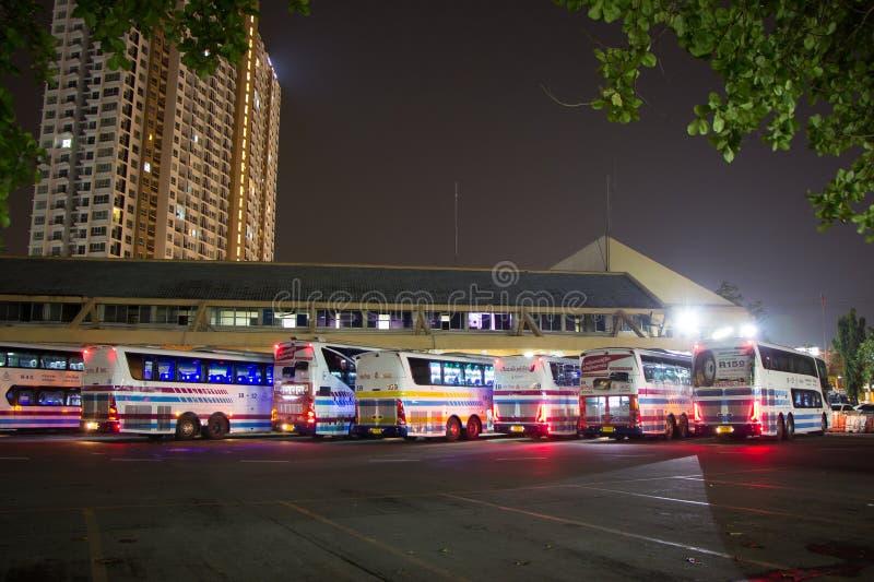 Download Bus van Sombattour-bedrijf redactionele afbeelding. Afbeelding bestaande uit vervoer - 114227055