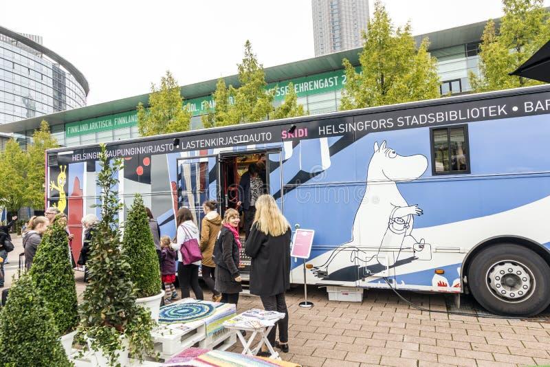 Bus van stadsbibliotek van Helsinki bij de Boekenbeurs 2014 van Frankfurt royalty-vrije stock fotografie