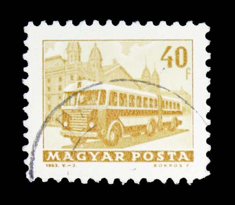 Bus vor westlichem Bahnhof, Transport und Telekommunikation serie, circa 1963 stockfotos