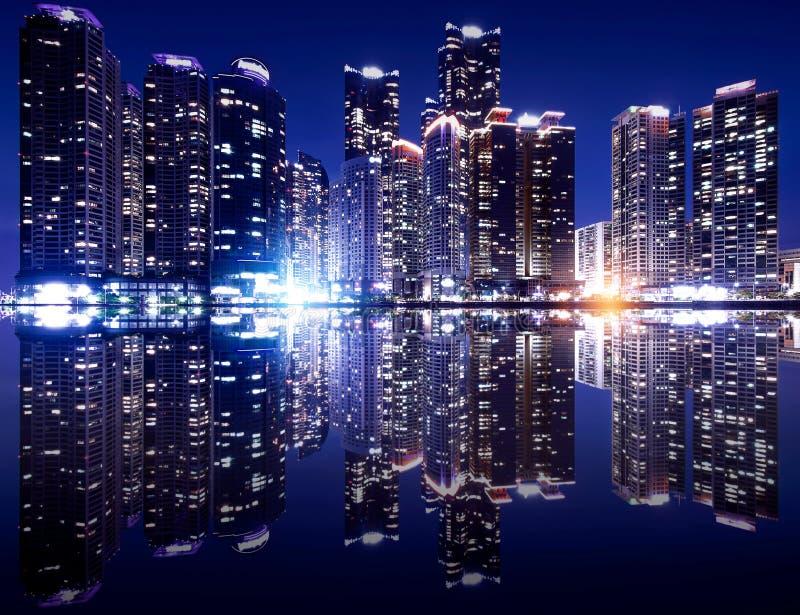 Busan cityscape med reflexionseffact, Sydkorea horisont arkivfoto