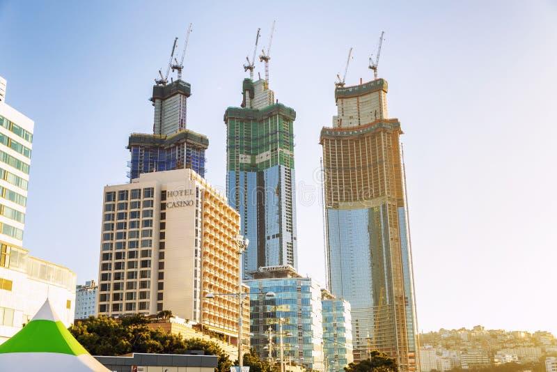 Busan, Corée du Sud, 01/01/2018 : Gratte-ciel en construction sur la plage de ville centrale Station touristique images libres de droits