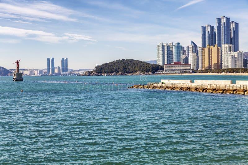 Busan, Corea del Sud, 01/01/2018 Bella vista dei grattacieli moderni sul lungomare della città fotografie stock libere da diritti